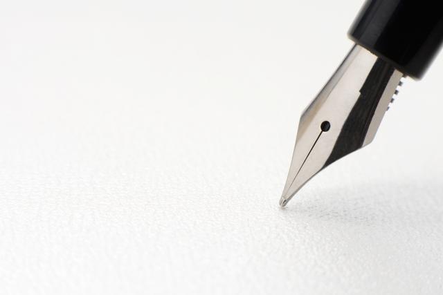 遺言とペンと弁護士のイメージ
